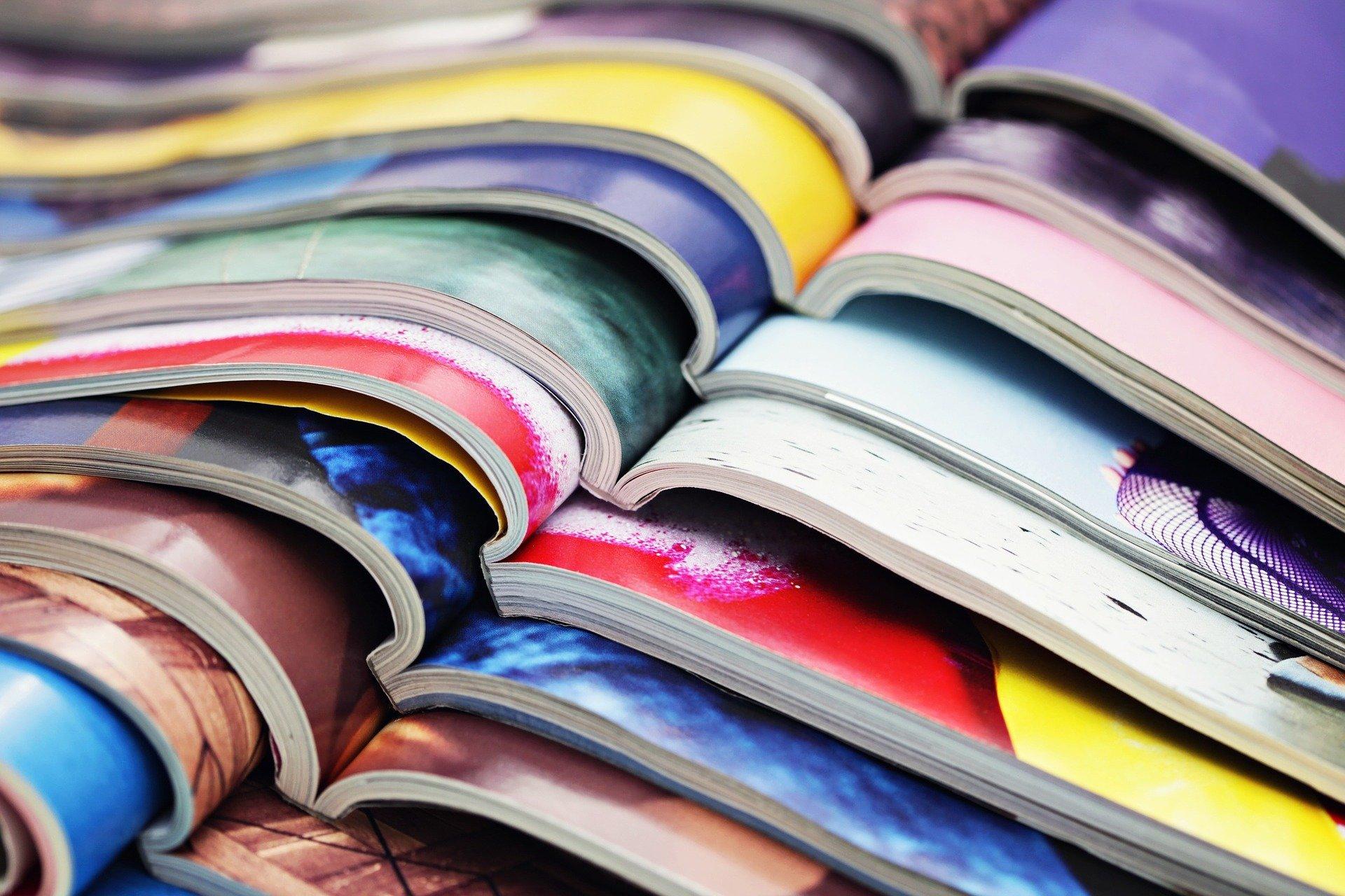 Stapel von Magazinen